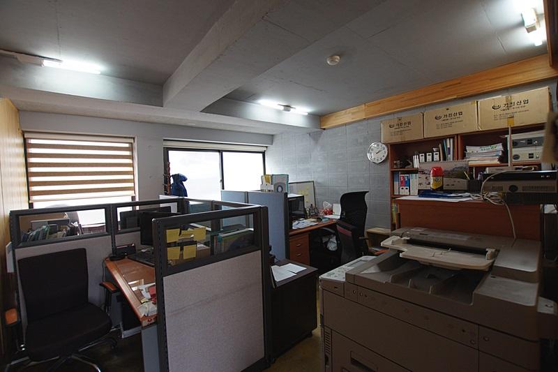 논현동 독특한 구조와 인테리어가 특징인 사무실임대