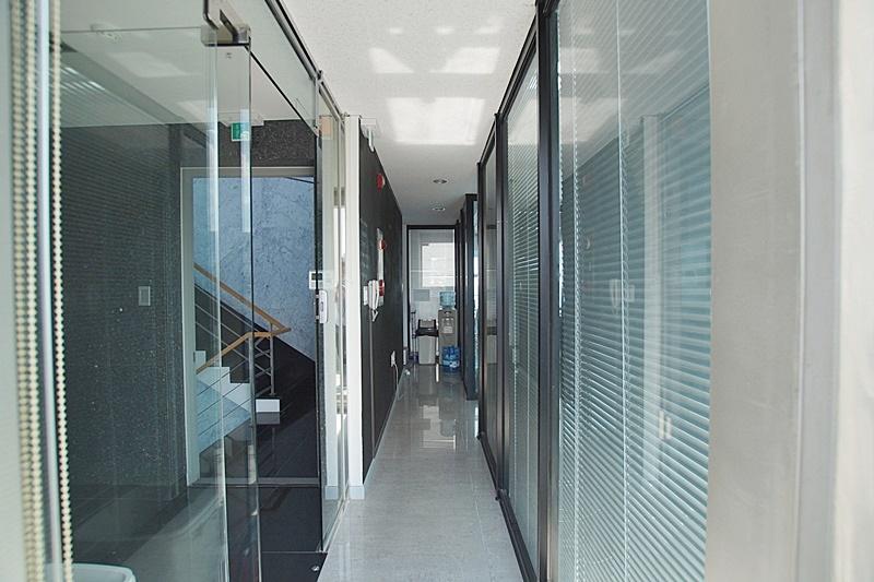 신사동 테라스가 있는 학원임대 사무실