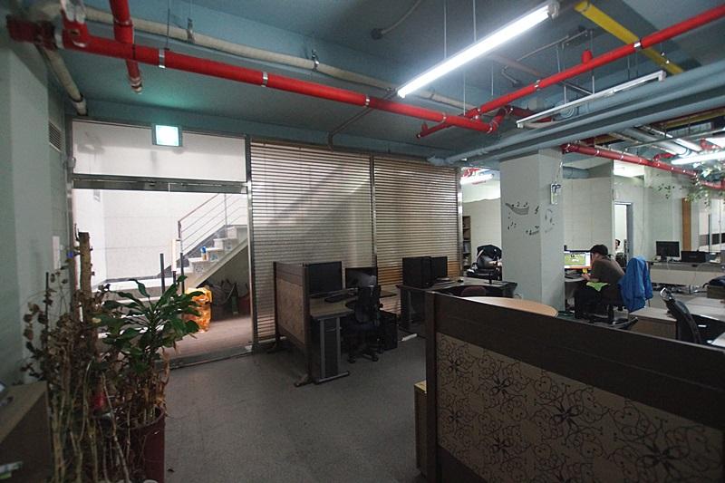 도곡동 자연채광 들어오는 층고높은 지하 사무실임대