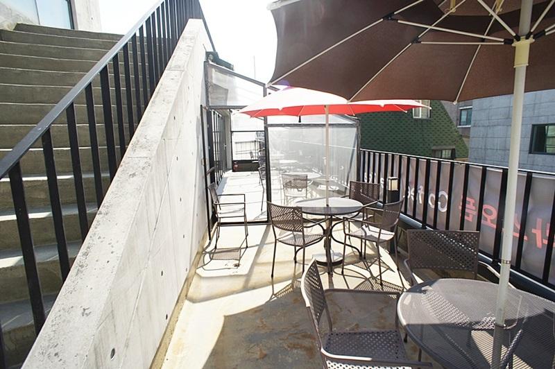 논현동 옥상을 카페테리아로 사용가능한 자리