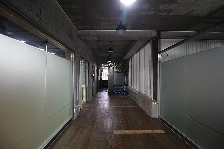 반포동 노출컨셉의 외관과 멋진 내부 인테리어 사무실