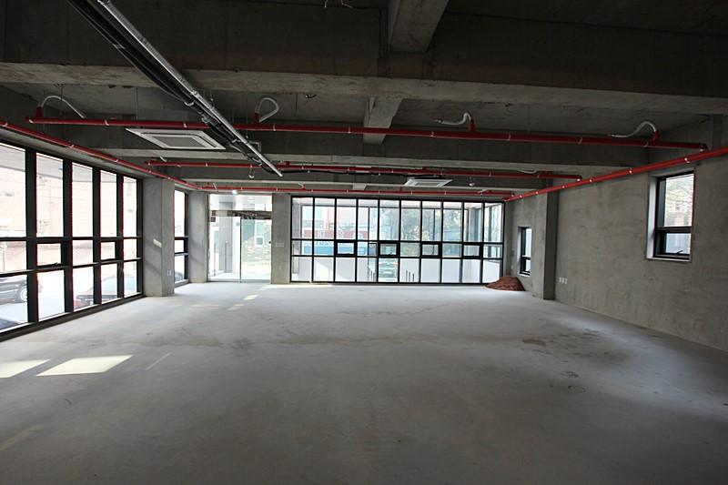 논현동 기둥없는 구조의 사무실임대