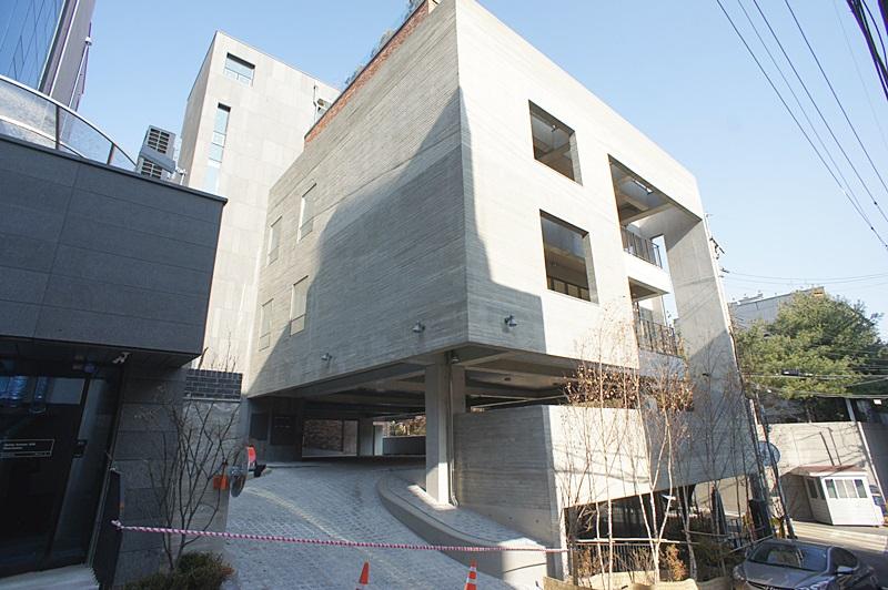 논현동 신축 사옥임대 주차만 18대 이상 가능
