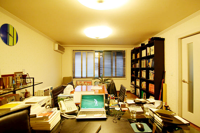 논현동 단독주택 주차좋은 사무실입니다.
