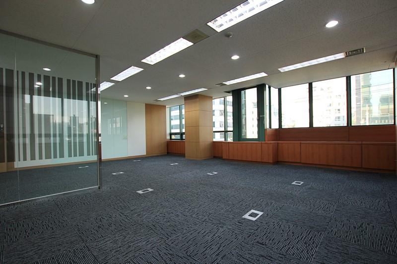 역삼동사무실임대 룸이8개 컨설팅업체에 적합