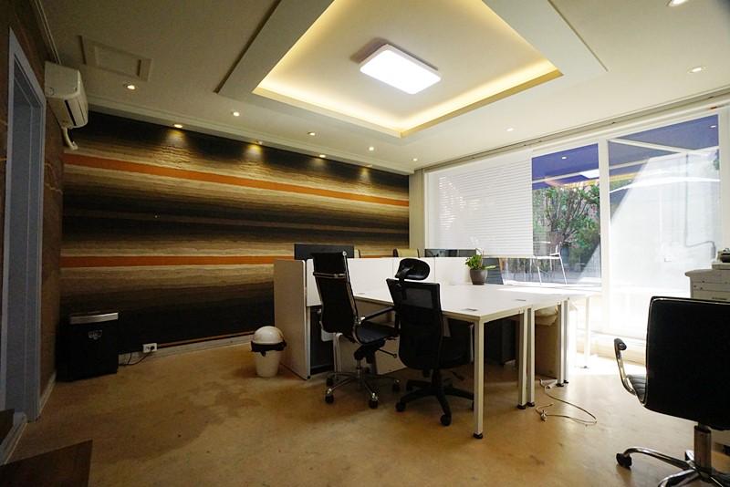 논현동 단독주택사무실임대 저렴한 임대료의 사무실입니다.