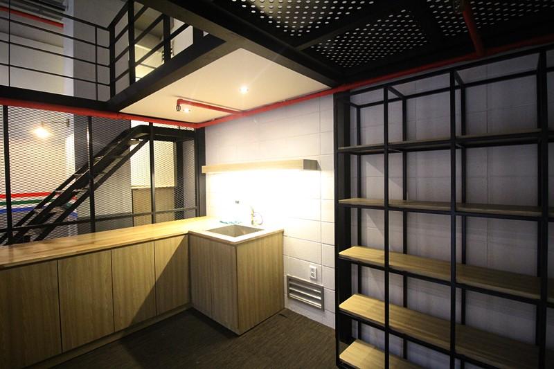 논현동 지하사무실임대 스튜디오로도 연습실로도 좋습니다.