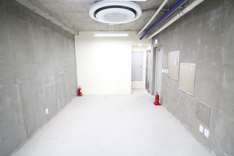 청담동 신축빌딩 사무실임대 우수한 내외관 컨디션 입니다.