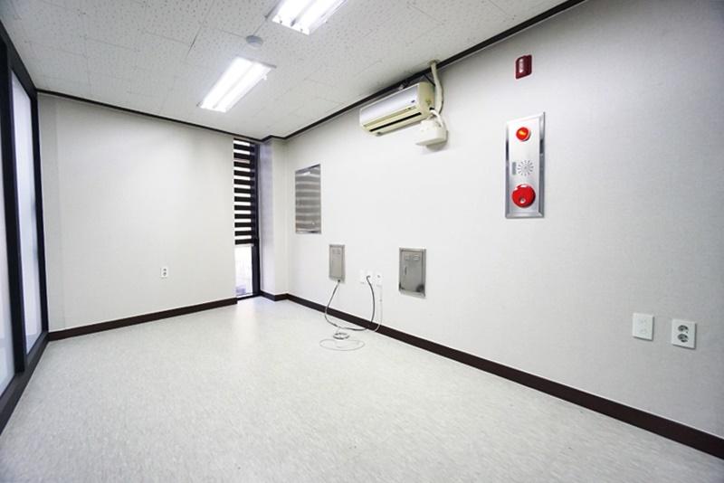 논현동 깔끔한 구조의 인테리어 사무실임대